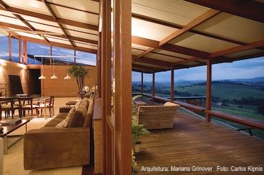 Residência de campo com telha sanduíche Isocobertura